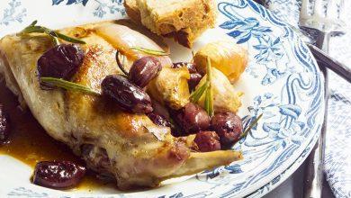 Photo de Lapin rôti à la maltaise aux olives, au romarin et à l'ail