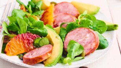 Photo de Salade de mâche, orange sanguine et saucisse de Montbéliard