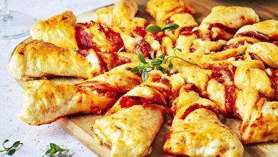 Photo de Tarte soleil au pesto de poivron, jambon cru, fromage, pignons de pin