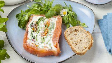Photo de Terrine froide de saumon fumé aux herbes et petits légumes