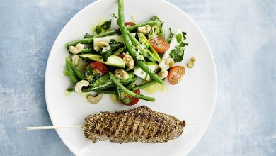 Photo de Côte de veau nappée au sésame et salade tiède de légumes croquants