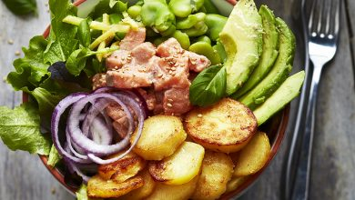 Photo de Bowl de pommes de terre, avocat, saumon