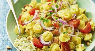 Salade de Collerettes au fromage frais, tomates cerises et pignons
