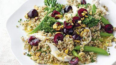 Photo de Salade de poulet, brocoli, quinoa et cerises de nos régions