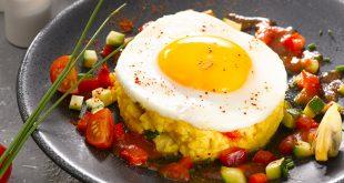 L'œuf au plat sur piperade