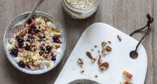 Porridge aux myrtilles, pommes et noix de pécan