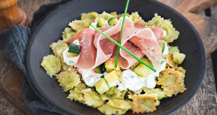 Ravioles, courgettes poêlées, sauce fromage blanc et jambon cru Aoste