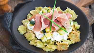 Photo de Ravioles, courgettes poêlées, sauce fromage blanc et jambon cru Aoste