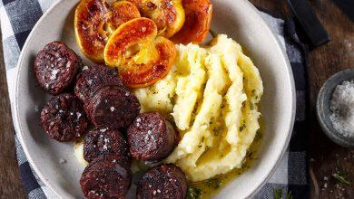 Photo de Boudin noir aux pommes, purées panais et pomme de terre à l'huile de romarin, Fleur de sel Le Guérandais