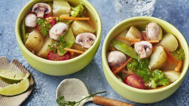 Photo de Bouillon thaï de pommes de terre et légumes croquants
