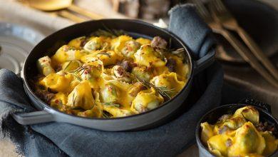 Photo de Gratin savoureux de tortellini, saucisses & romarin et sauce béchamel au potiron