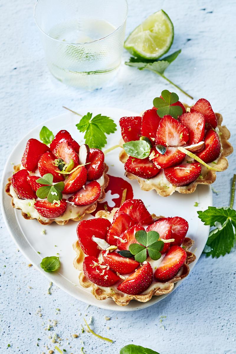 Tartelettes fraises charlotte, basilic citron vert