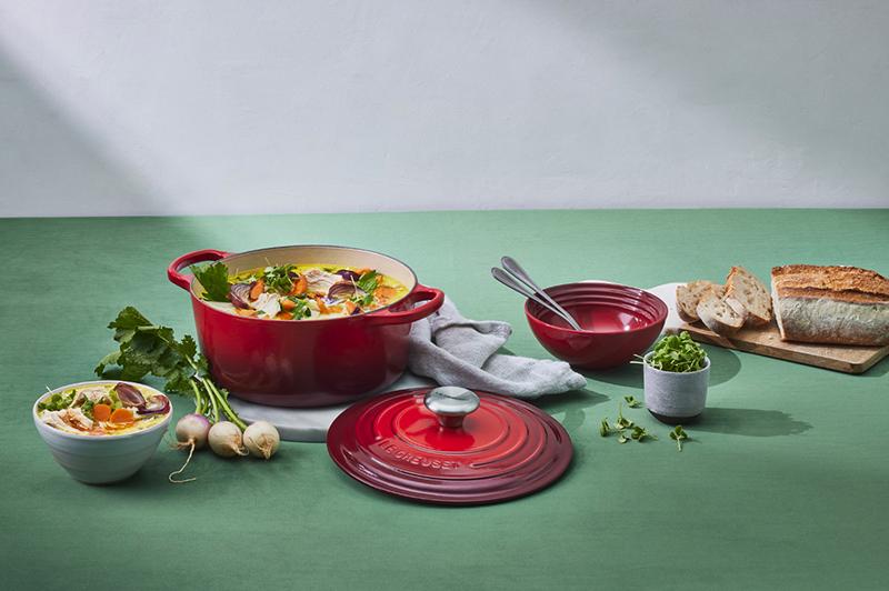Soupe crémeuse au poulet et légumes frais de la ferme