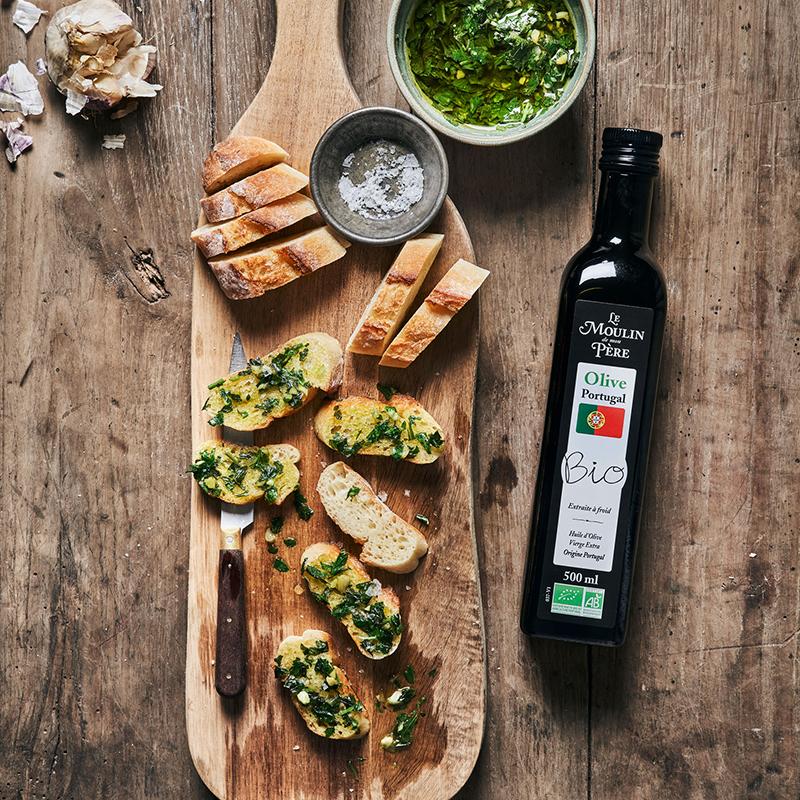 Pain portugais à l'ail, persil huile d'olive du Portugal